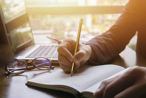 Anda Seorang Penulis? Publikasikan Karyamu Bersama CV. Grafika Dua Tujuh!